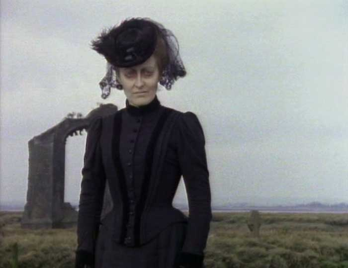 """the film woman in black essay What really makes """"the woman in black"""" unnerving is the film's fearlessness in showing the antagonist in broad daylight – and the lack of reasoning or definitions when it comes to what the ghost is capable of."""